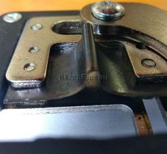 Оригинальное фото установленного ножа прививочного секатора комби с металлическими ручками SKRAB 28049